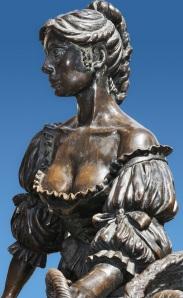 molly estatua